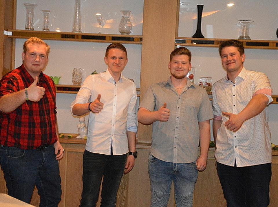 Gesellenprüfung Winter 2018/19: Die Sell GmbH freut sich mit den Jung-Gesellen über den erfolgreichen Abschluss